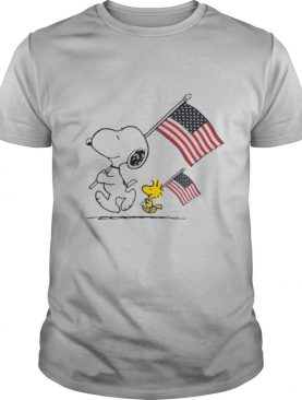 Snoopy And Woodstock Hold The Hand American Flag shirt
